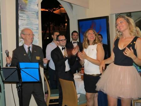 Auréline Mari a reçu du Rotary Club de Monaco la distinction rotulienne Paul Harris Fellow (PHF) avec 1 saphir en reconnaissance de son engagement