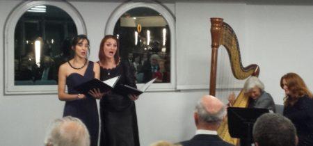 Bref récital par deux jeunes choristes de l'Académie de Musique Rainier III