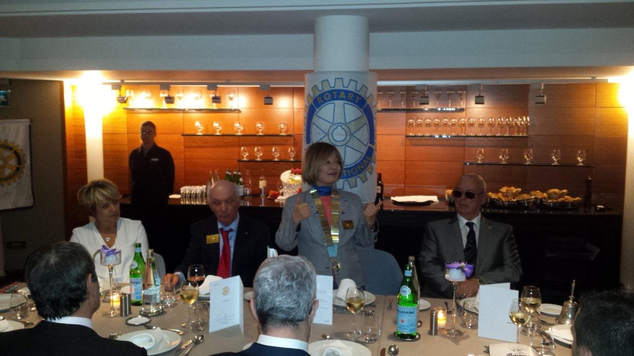 Machiko Wakaï, Gouverneur, lors du dîner convivial avec nos conjoints.